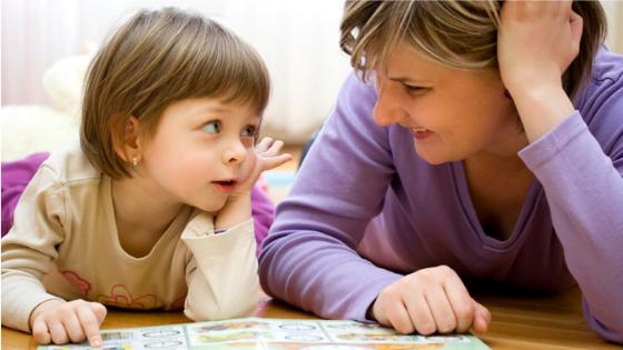 3 Tips Perbaiki Komunikasi Dengan Anak Lambat Bercakap